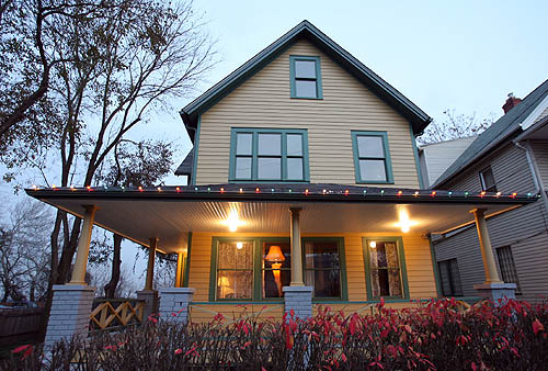 Christmas Story Location.Cleveland S Christmas Story House Marks 30th Anniversary